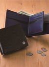 ステアリングレザー財布 6,800円(税抜)