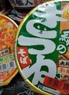 赤いたぬき天うどん・緑のきつねそば 116円(税込)