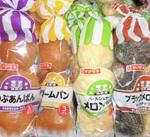 クリームパン/つぶあんぱん/メロンパン/ブラックメロンパン 107円(税込)