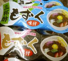 味付けモズク(三杯酢、黒酢) 77円(税抜)