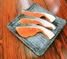 (解凍)紅鮭(甘口)切身 159円(税抜)