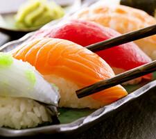 上握り寿司12貫盛合せ 777円(税抜)