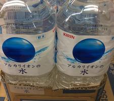 アルカリイオン水 68円(税抜)