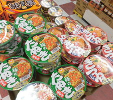 赤いきつね/緑のたぬき 88円(税抜)