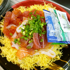 新鮮ネタたっぷり海鮮丼 450円(税抜)