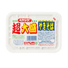 ペヤングソースやきそば超大盛 157円(税抜)