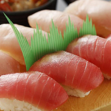 寿司 鮪尽し 677円(税抜)