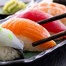 上握り寿司10貫盛合せ 697円(税抜)