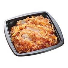 チキンカツ丼(にんべんつゆの素使用) 300円(税抜)