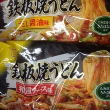 鉄板焼うどん (だし醤油味・和風ソース味) 94円(税抜)
