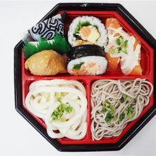 サーモン寿司&2色麺セット 388円(税抜)