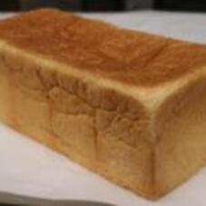 北海道産生クリーム入り食パン 560円(税抜)