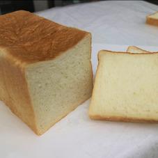 北海道産生クリーム入り食パン 280円(税抜)