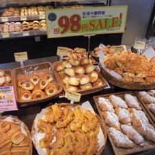 焼きたてパン〝98円セール〟 98円(税抜)