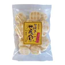 厚焼きせんべい燻製チーズ風味 390円(税抜)
