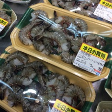 ブラックタイガーえび〈中〉(養殖・解凍) 390円(税抜)