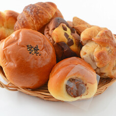 三角蒸しパン(さつまいも)・メロンクロワッサン 88円(税抜)