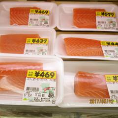 アトランティックサーモン刺身用ブロック 358円(税抜)