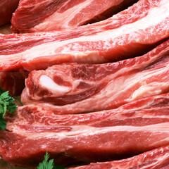 豚肉かたスペアリブスライス(解凍) 108円(税抜)