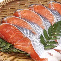 紅鮭切り身(甘塩味) 198円(税抜)