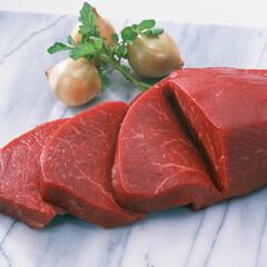 牛肉もも(ステーキ、焼肉、かたまり)(解凍品) 128円(税抜)