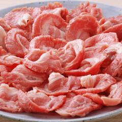 牛肉肩、国産牛脂切り落とし 91円(税抜)