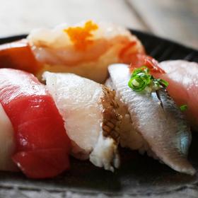 握り寿司セット10貫盛合せ 770円(税抜)
