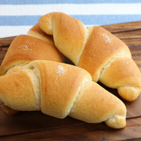 【ベーカリー】塩バターパン 257円(税込)
