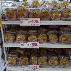厚焼きピーナッツ煎餅 108円(税抜)