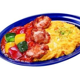 チキンと彩り野菜のトマトソースオムライス 518円(税込)
