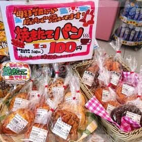 店内焼き上げパン各種 108円(税込)
