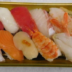 江戸前寿司(四条) 951円(税込)