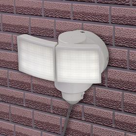 RETZLINK ソーラーLEDセンサーライト 2灯 600lm 3,980円(税込)