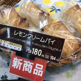レモンクリームパイ 194円(税込)