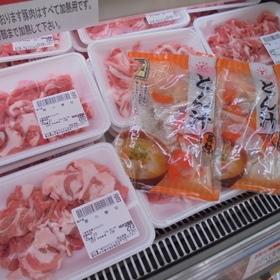 豚小間切れ 104円(税込)
