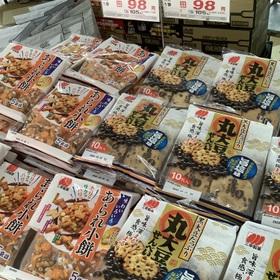 あられ小餅/丸大豆せんべい(旨塩味) 105円(税込)