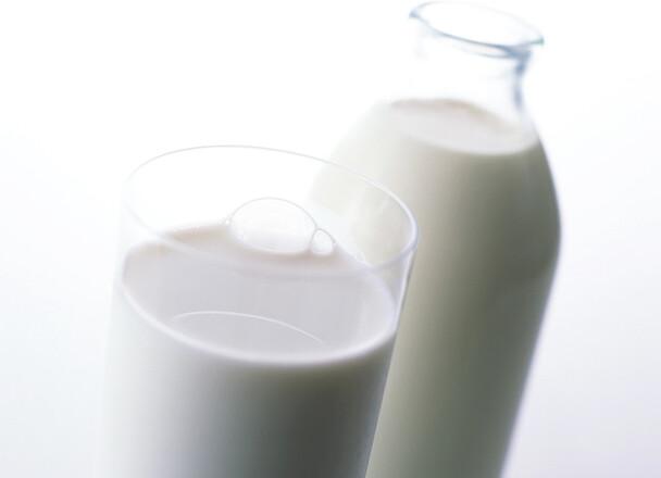 牛乳(成分無調整) 129円(税抜)