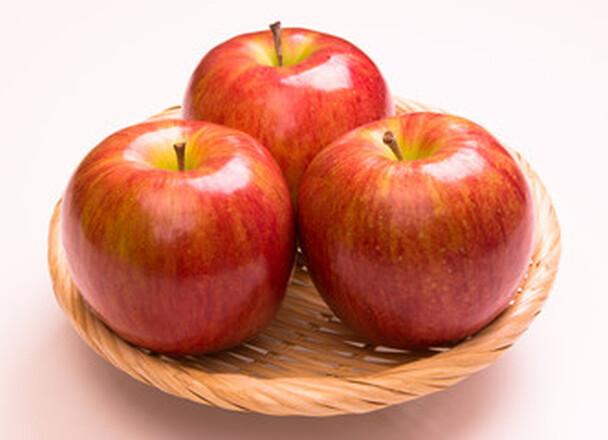 りんご 149円(税込)