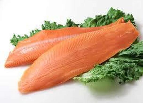 銀鮭刺身用(養殖・解凍) 258円(税抜)