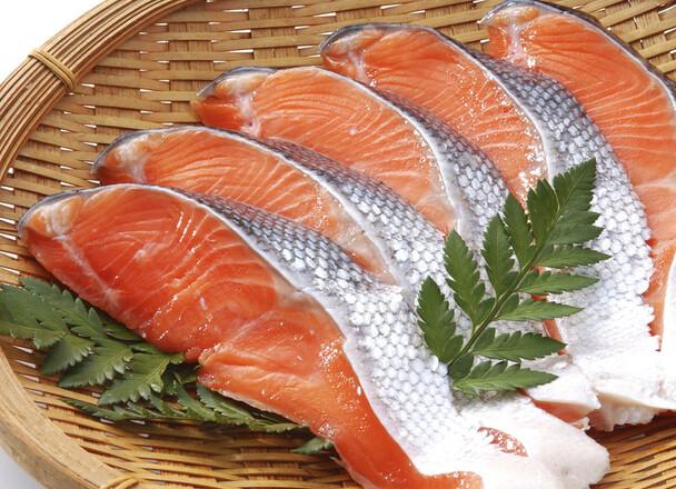 生銀鮭切身(養殖・解凍) 168円(税抜)