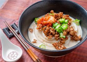 冷凍うどんレシピ「豆乳入り担々麺風うどん」 @フレスタ